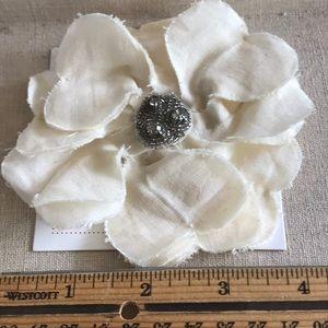 Stella & Dot Linen Ivory flower brooch barrette